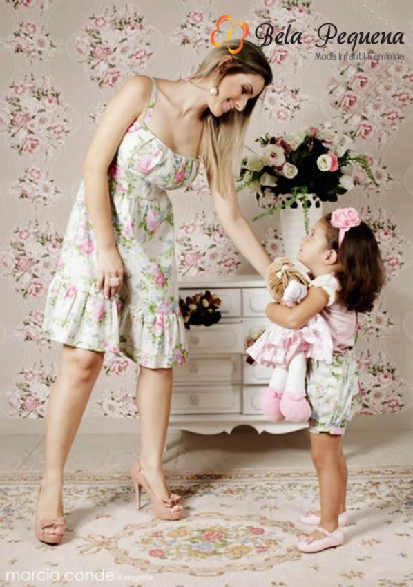 bela pequena moda infantil tal mãe tal filha floral