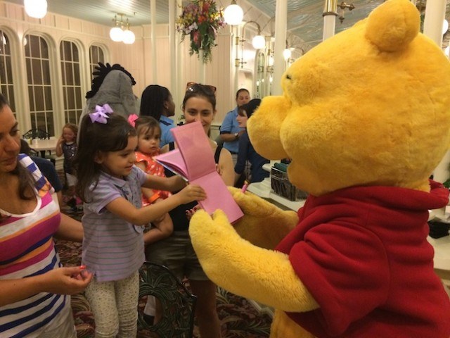 character dining almoço com personagem Disney Pooh