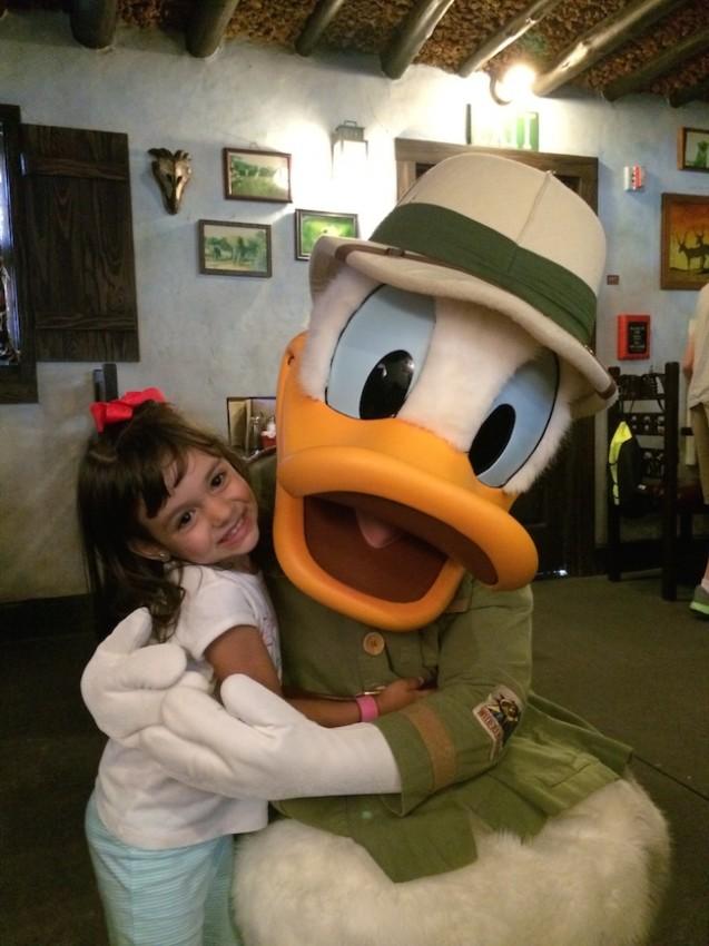 character dining almoço com personagem Disney pato donald 2