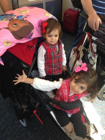 Vale lembrar: O carrinho carrega criança, Bolsa, travesseiro, casacos.