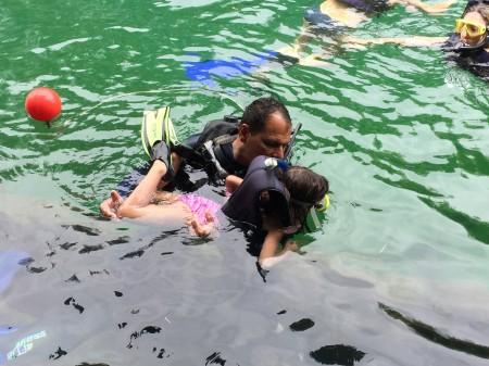 Burreca fazendo mergulho de snorkel