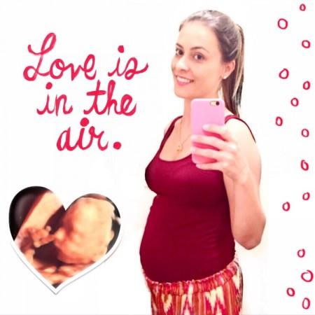 Com 22 semanas de gravidez (terceira)