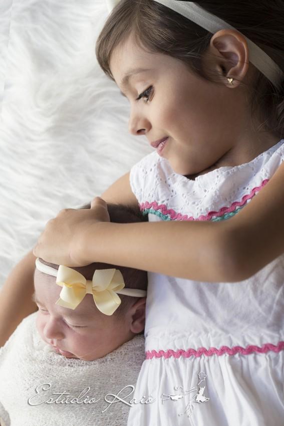ensaio bebe newborn em são paulo estúdio raio irmãs