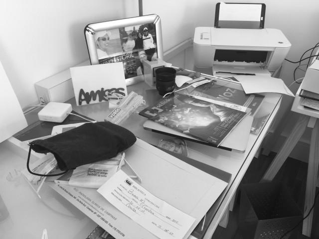 Tudo o que não tem lugar sobre pro escritório... :(