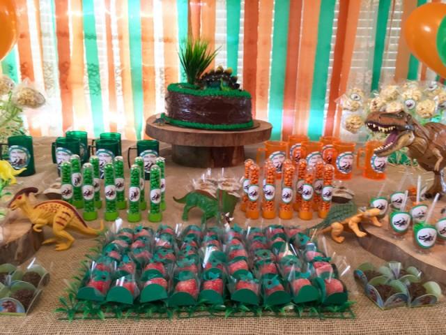 festa em casa tema dinossauro infantil morango